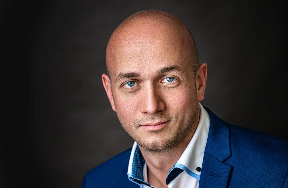 PORTRÉ FOTÓZÁS: Üzleti férfi portré fotózás
